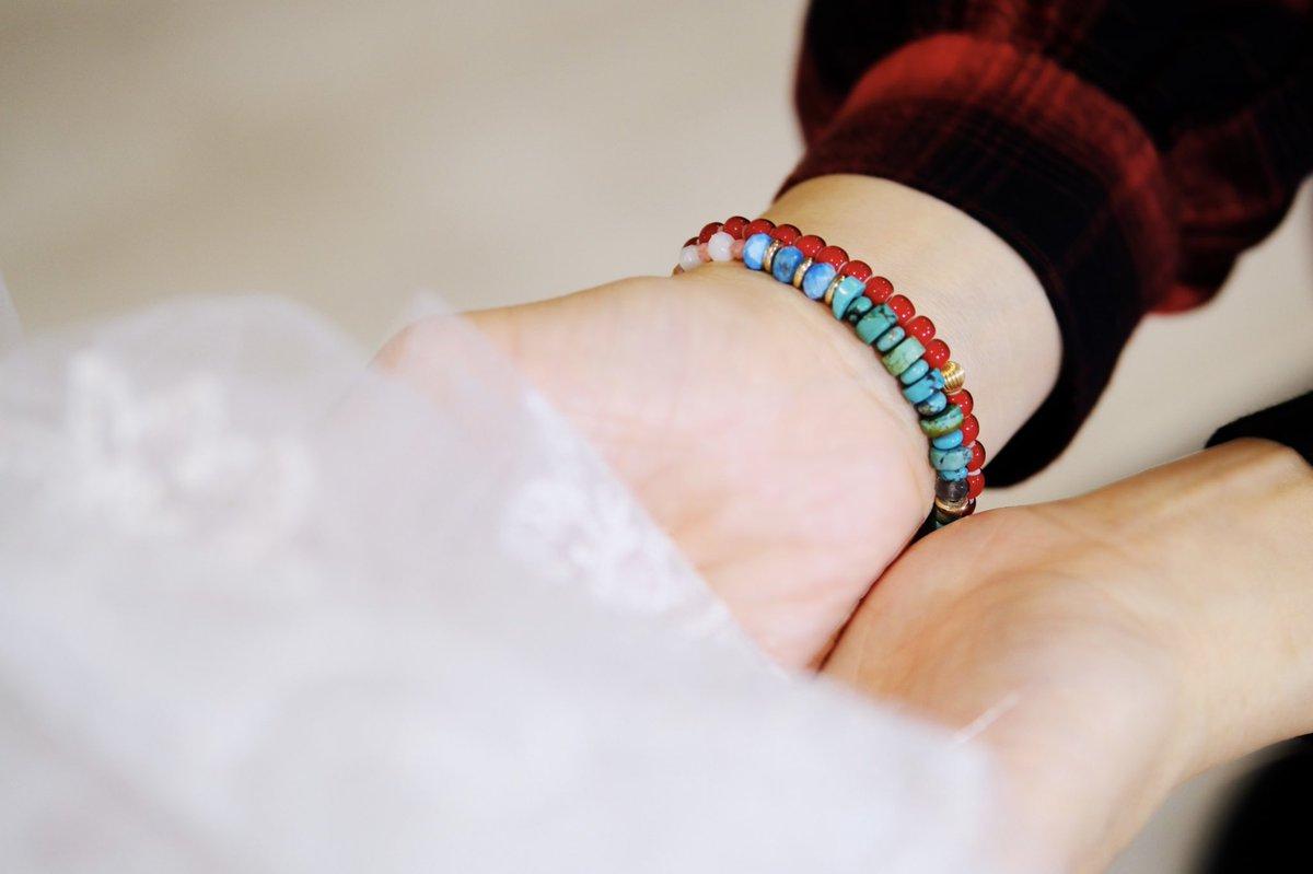 手から伝わる温もりを、そっと溢さぬ様に…いつまでも胸に留めておける様に…  ❤️Loveress Lady's❤️   #lovestone  #gemstone  #blueapatite  #labradorite  #motherofpearl  #rhodochrosite  #rhodonite  #turquoise