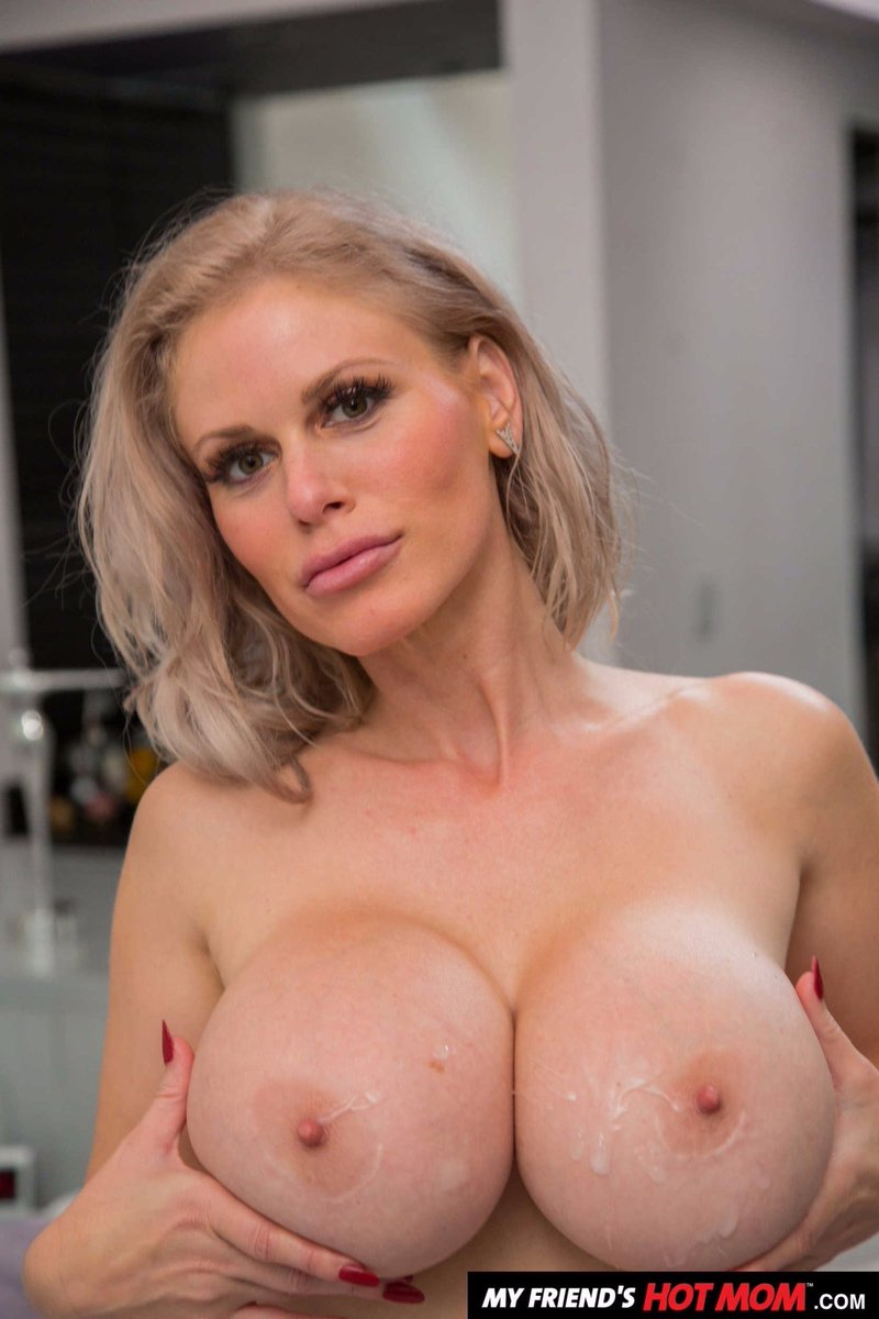 Such spectacular #BigTits to shoot #Cum on!! @CAkashova my #ForeignPornStaroftheMonth is a #TittyTuesday prime time player! 😍😘😈