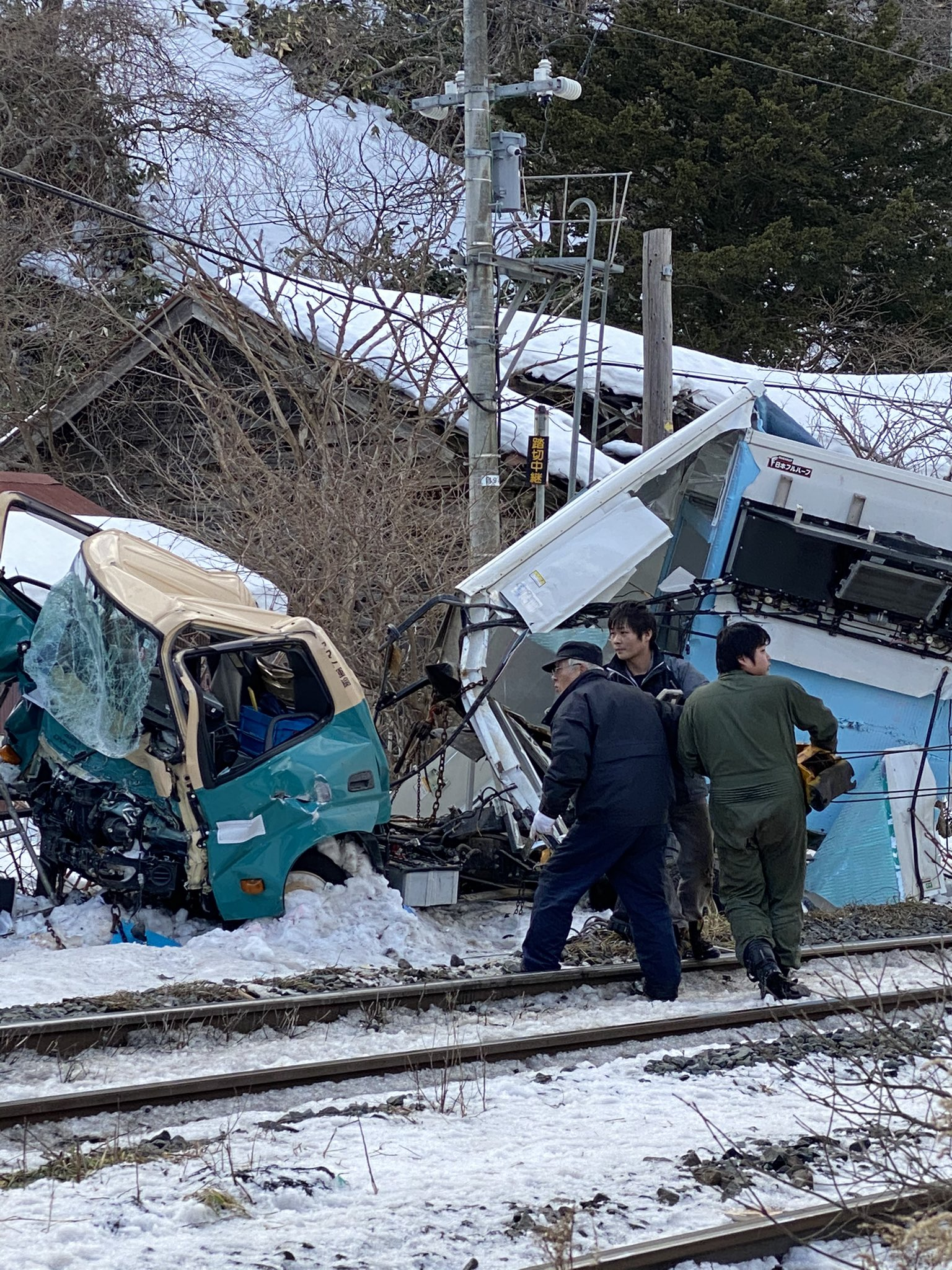 函館線 クロネコヤマトと貨物列車の事故現場の画像