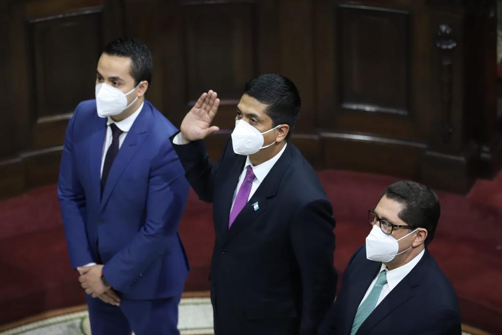 test Twitter Media - #URGENTE Momento en el que fue juramentado Mynor Moto, por el presidente del Congreso Allan Rodríguez, como Magistrado de la CC. https://t.co/L6YSrQNouB