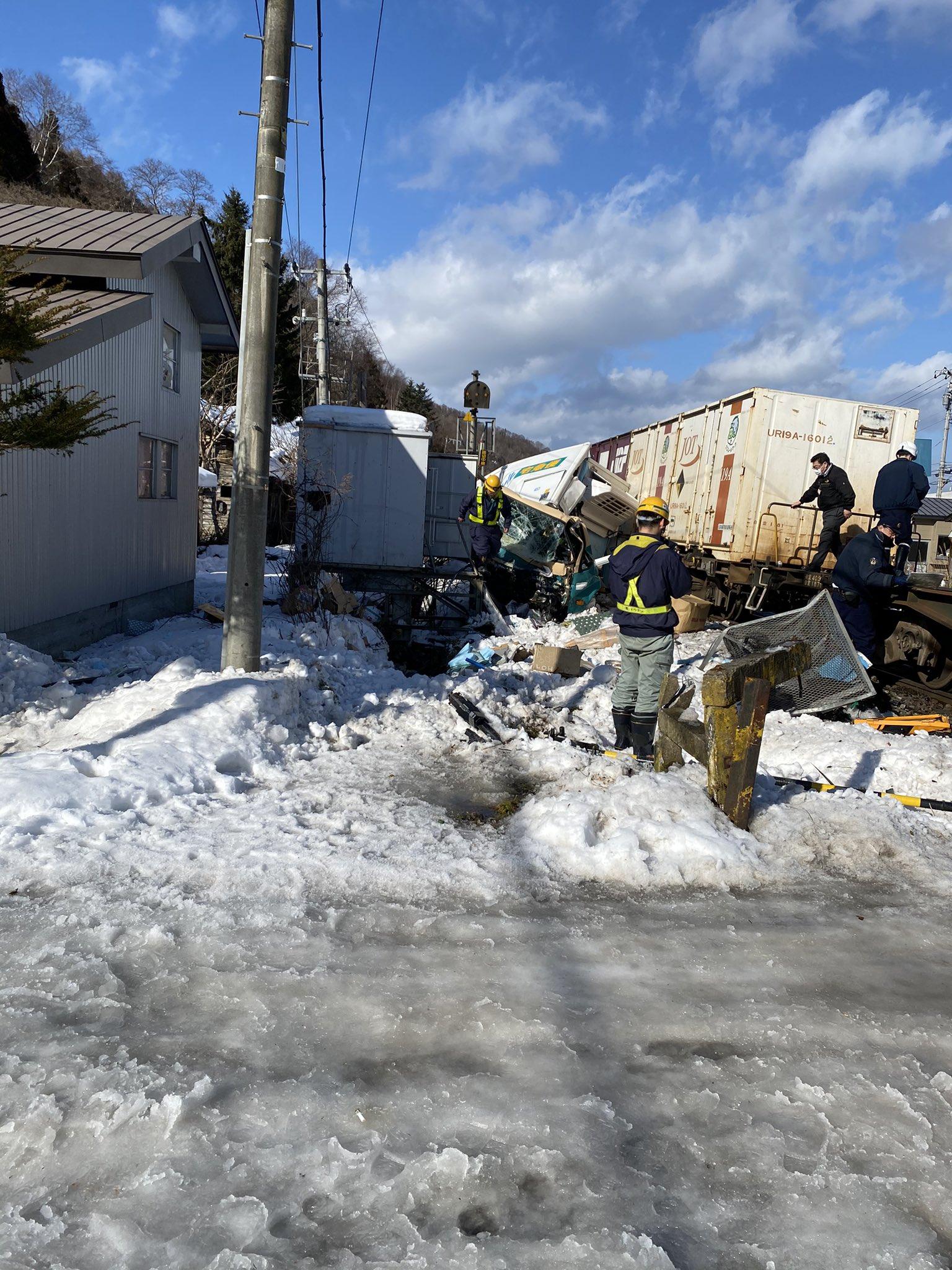 函館線の踏切事故の現場の画像
