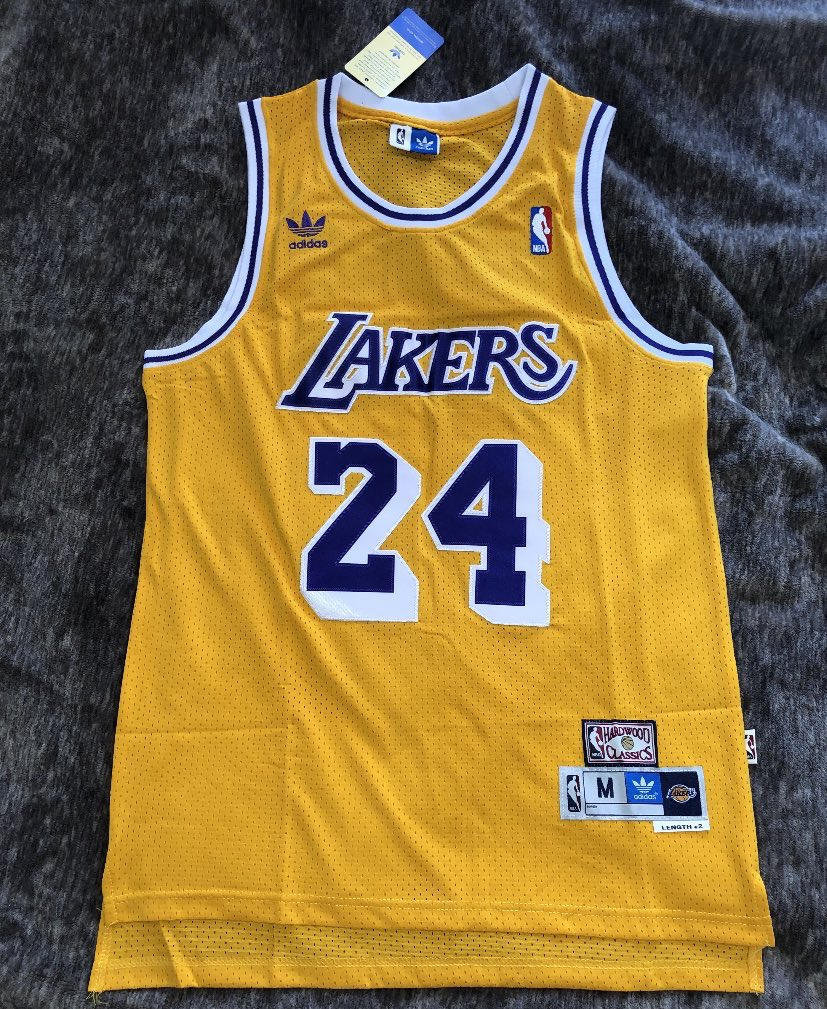 giving away a Kobe jersey 🐍  just RT to enter drawing. https://t.co/7fAM0WL7ZK