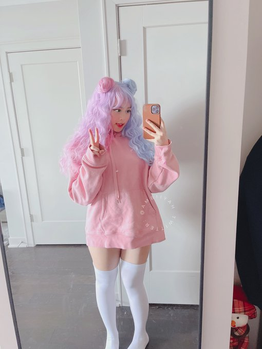 i'm live on twitch right now: https://t.co/zqEFEQRL06  come watch me play games and chit chat together~