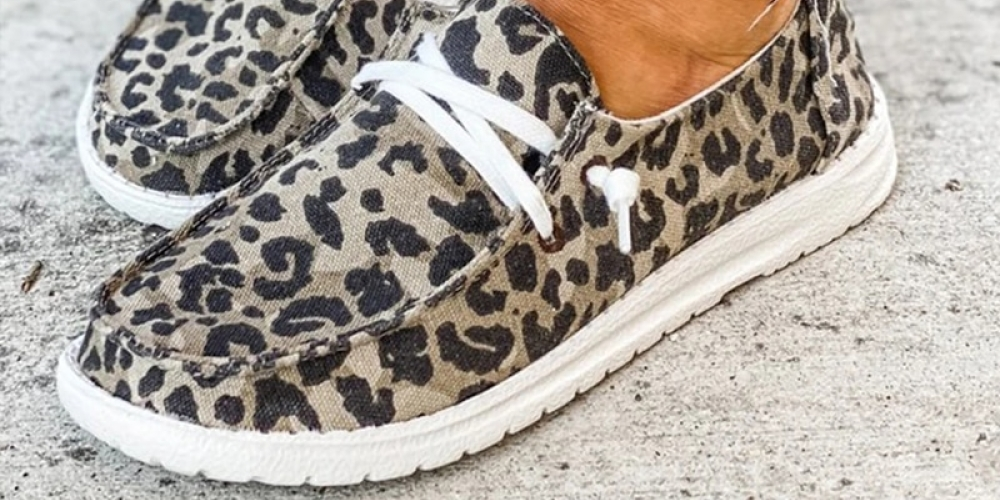 Women Canvas Shoes Lace Up Sneakers 2020 Summer Ladies Loafers Soft Breathable Casual Shoes Solid Female Flat Shoes Plus Size #womendesigners #womenshoes #womenwearswomenshoesunisexshoes #shoes #pretty