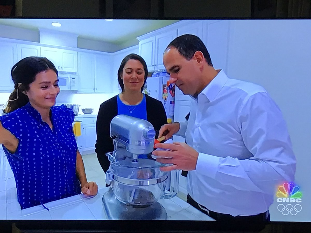 Notice in this CA pot episode, the rules allow touching the products during production.... Different state, different laws👏🇺🇸🚀#StreetsOfDreams @marcuslemonis  #TheProfit #TeamProfit