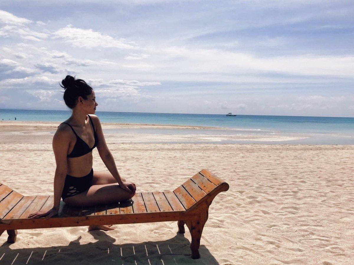 This island can be such a show-off. Not complaining at all.☀️  #latepost #cebu #bantayan #santafe #island #islandgirl #istillthinkiwasamermaidinmypastlife #beach #sun #sea #sky #vsco #kodachrome #kodachrome25 #phonephotography