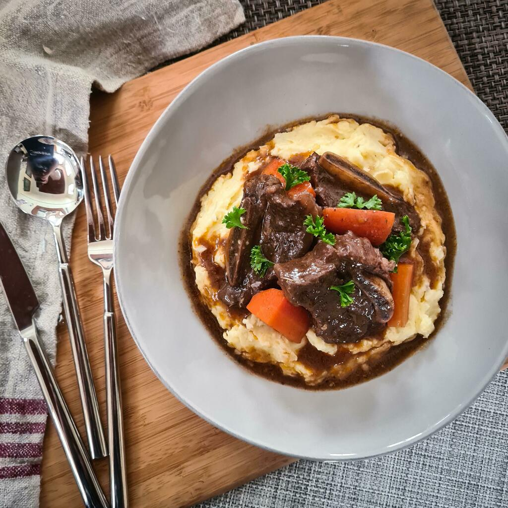 [Homemade] Braised Beef Short Ribs with Mashed Potatoes #viral #trending #foodie #foodblogger #foodphotography #ff #tbt #ico