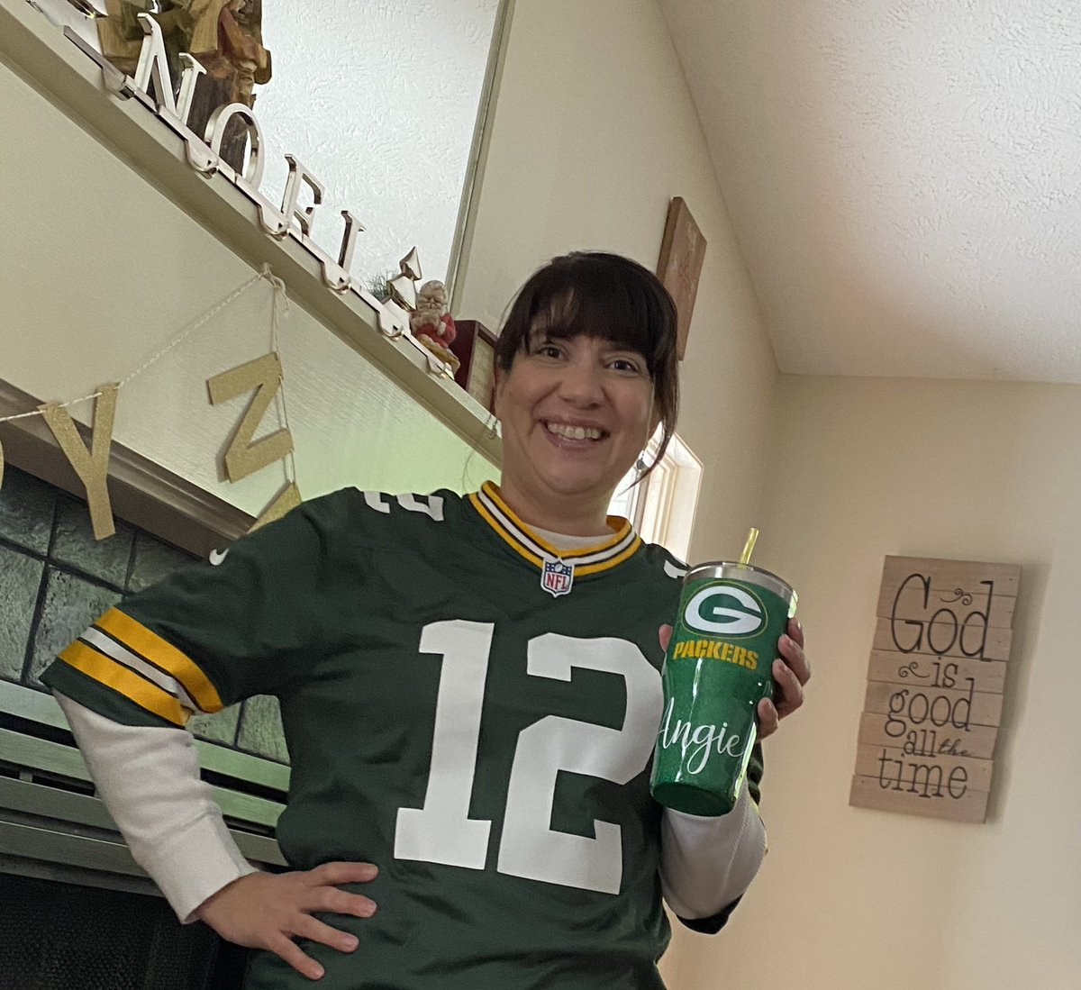 @AaronRodgers12  is still #1 in my book! It was a Great season, endings are sad, but Bring on Next Fall!  #ThankYouAaron  #GoPackGo #12ismyGuy