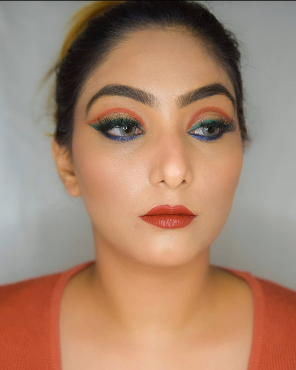Show your love for the nation. Team #GlamSocial presents a Republic Day inspired eye makeup by @priyanka_sambyal (IG).  Get your eye looks featured @glamsocialin. Quickly follow & tag us now.  #glamsocial #vocalforlocal #beauty #beautycommunity #makeup #indianmua #makeupartist https://t.co/wZ7q9QsuDX