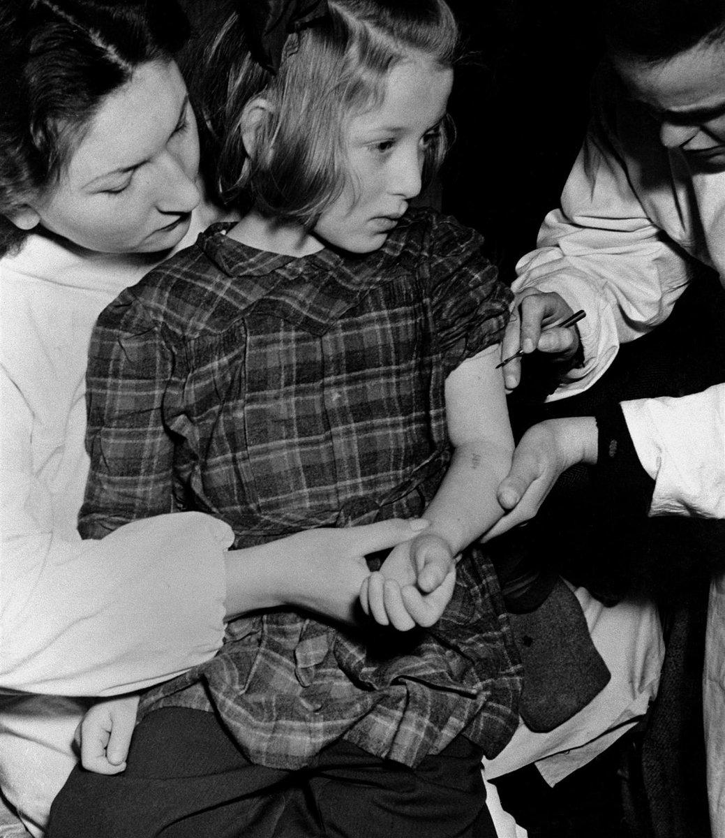 76 años tras la liberación de Auschwitz, no olvidamos. Mantengamos vivo el recuerdo para que algo así nunca vuelva a suceder. #HolocaustMemorialDay  En 1946 algunas de nuestras primeras intervenciones fueron para ayudar a niños y niñas que habían vivido en campos de exterminio