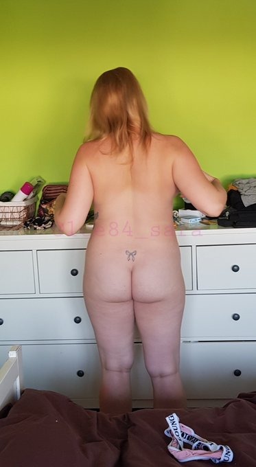 1 pic. Is there a sexier pregnant ass on twitter...?? #britishmilf #30plus @_SexyPregnant @Pregnant_desire