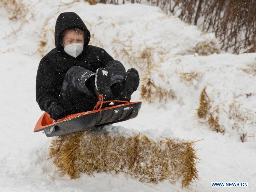Winter storm hits U.S. Chicago area Source: Xinhua #WinterStorm #chicago #snowboarding #winter
