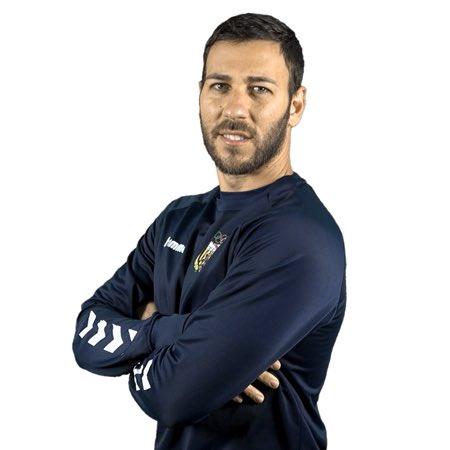 🎂🎂🎂  🎈¡Hoy es el cumpleaños de nuestro entrenador de porteros🧤 Marc Aquilué (@marcaquilue)!🎉🎊  🥳 ¡Muchísimas felicidades Marc!  #FelizCumple✨ #PosatlaFranja♦️