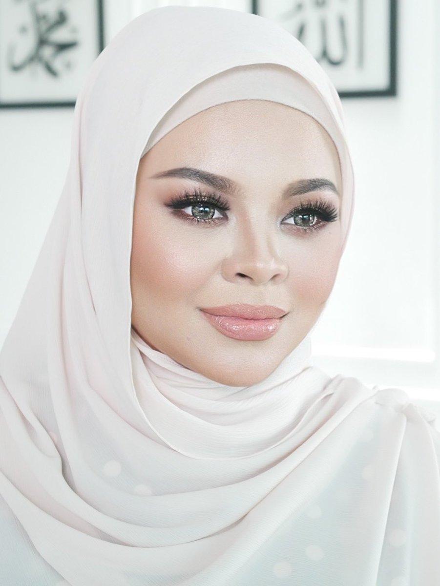 Makeup for Siti Sarah #makeupartist #makeup #MakeupTutorial #makeuplover https://t.co/aLtEzVktH0