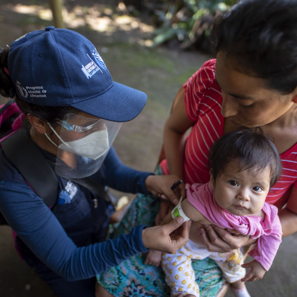 """📸👇WFP nutritionist Glendy at work in Malacatán, #Guatemala.  She is part of the """"nutrition brigades"""", a team that works tirelessly to assess the nutritional status of vulnerable communities in Guatemala. 💪💪"""