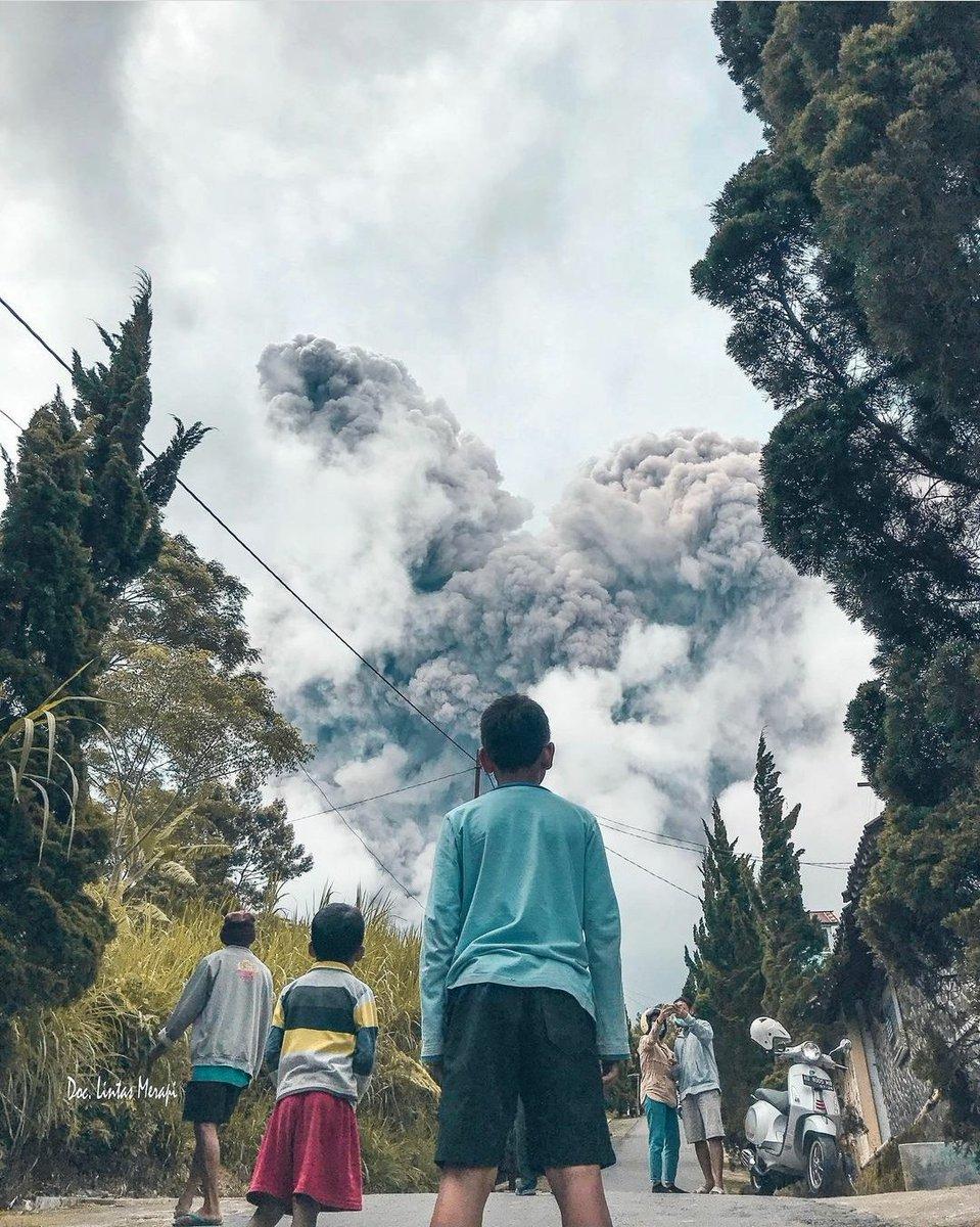 Merapi siang ini, dari kawasan Deles Indah, 4,3 km dari Puncak Merapi.  Dokumentasi Radio Lintas Merapi. Sumber: IG delesindah