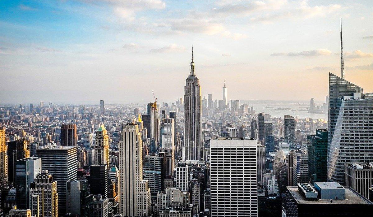 #NuevaYork, la ciudad de los #rascacielos. . 👉 . #guiastravel #visitasguiadas #tours #excursiones #experiencias #escapadas #actividades #NewYork #NYC #turismo #viajar #concoer #descubrir #arquitectura #usa #eeuu #newyorknewyork #fotografía #newyorklovers