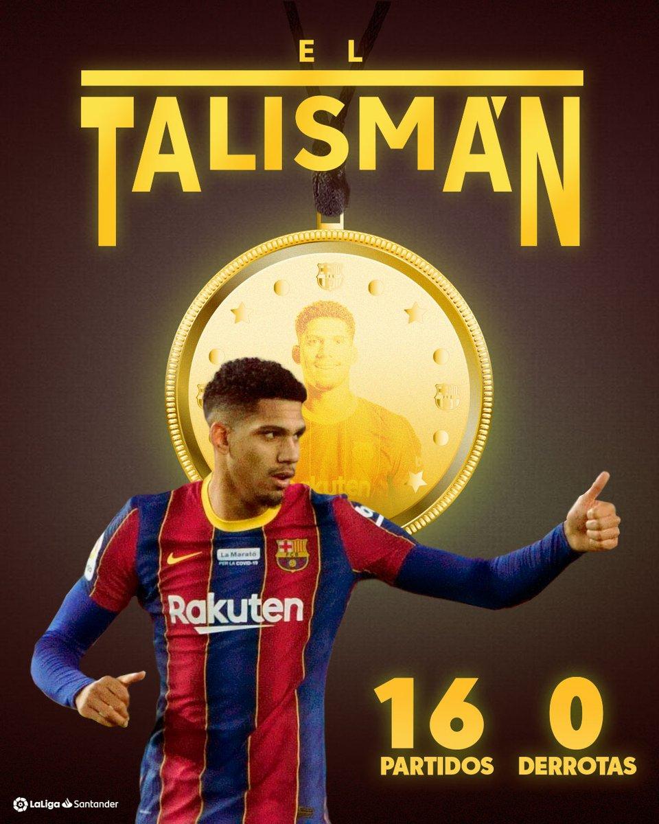 🇺🇾👊 𝐄𝐋 𝐓𝐀𝐋𝐈𝐒𝐌𝐀𝐍 🇺🇾👊  ⚽ 16 partidos ✅ 13 victorias 🤝 3 empates ❌ 0 derrotas  💙❤ ¡El @FCBarcelona_es no ha perdido con @RonaldAraujo939 en #LaLigaSantander!  #HayQueVivirla