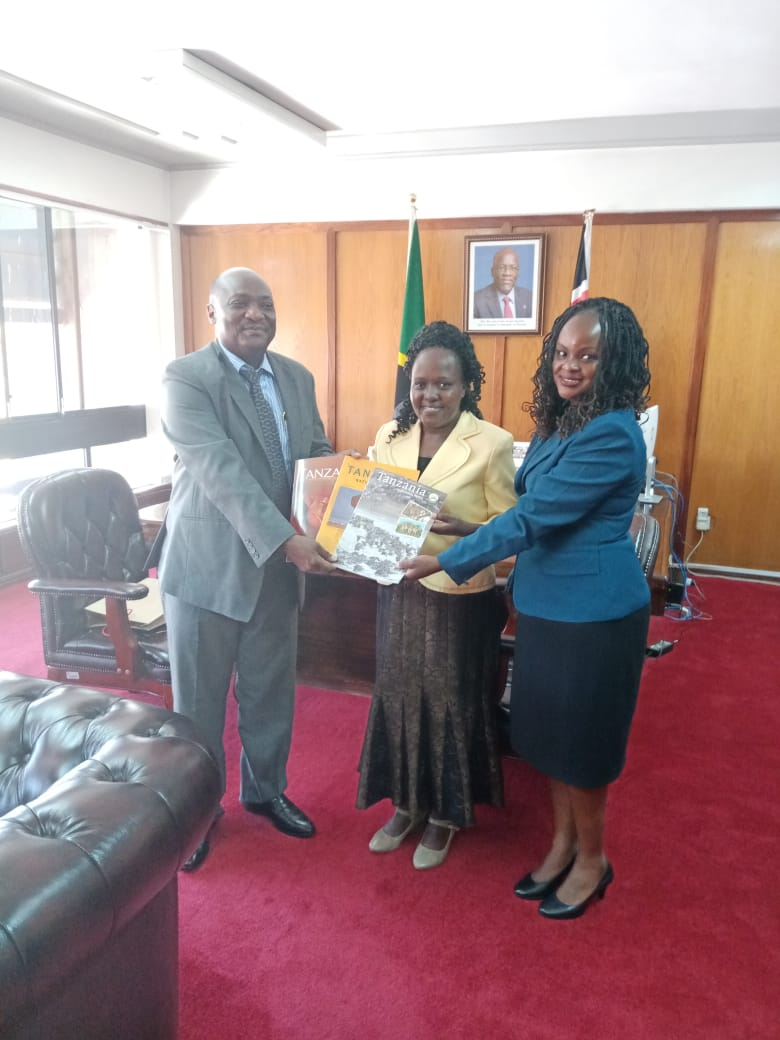 Agnes Mucuha @AMucuha the CEO of @KATAKenya held a meeting with the Tanzanian High Commissioner to Kenya @JSimbachawene and Esther Munyiri, the Director of @gtrcmc_ea and discussed a collaborative approach to growing the #travel flows between Kenya and Tanzania.