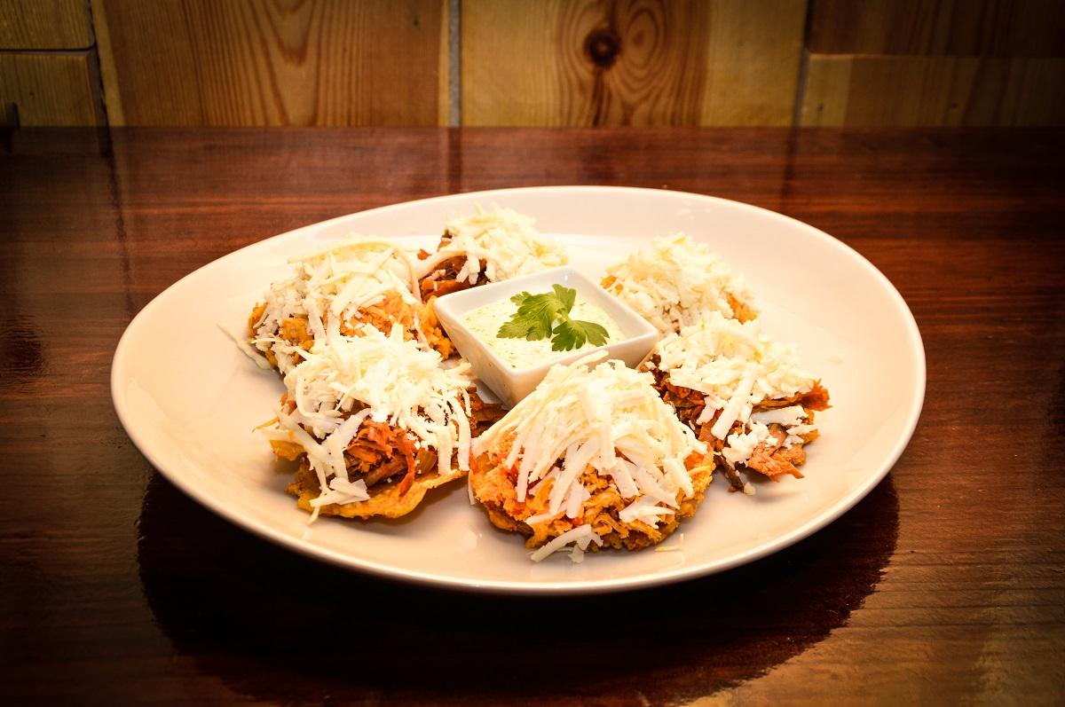 """¿Ya has venido a descubrir los nuevos puestos de @Ruta77Palacio ? Os presentamos """"Los 3 Chamos"""", un viaje a la gastronomía venezolana sin salir de Madrid. 😋👌 ¡Repetirás seguro! #gastronomia #instafood #comidavenezolana"""