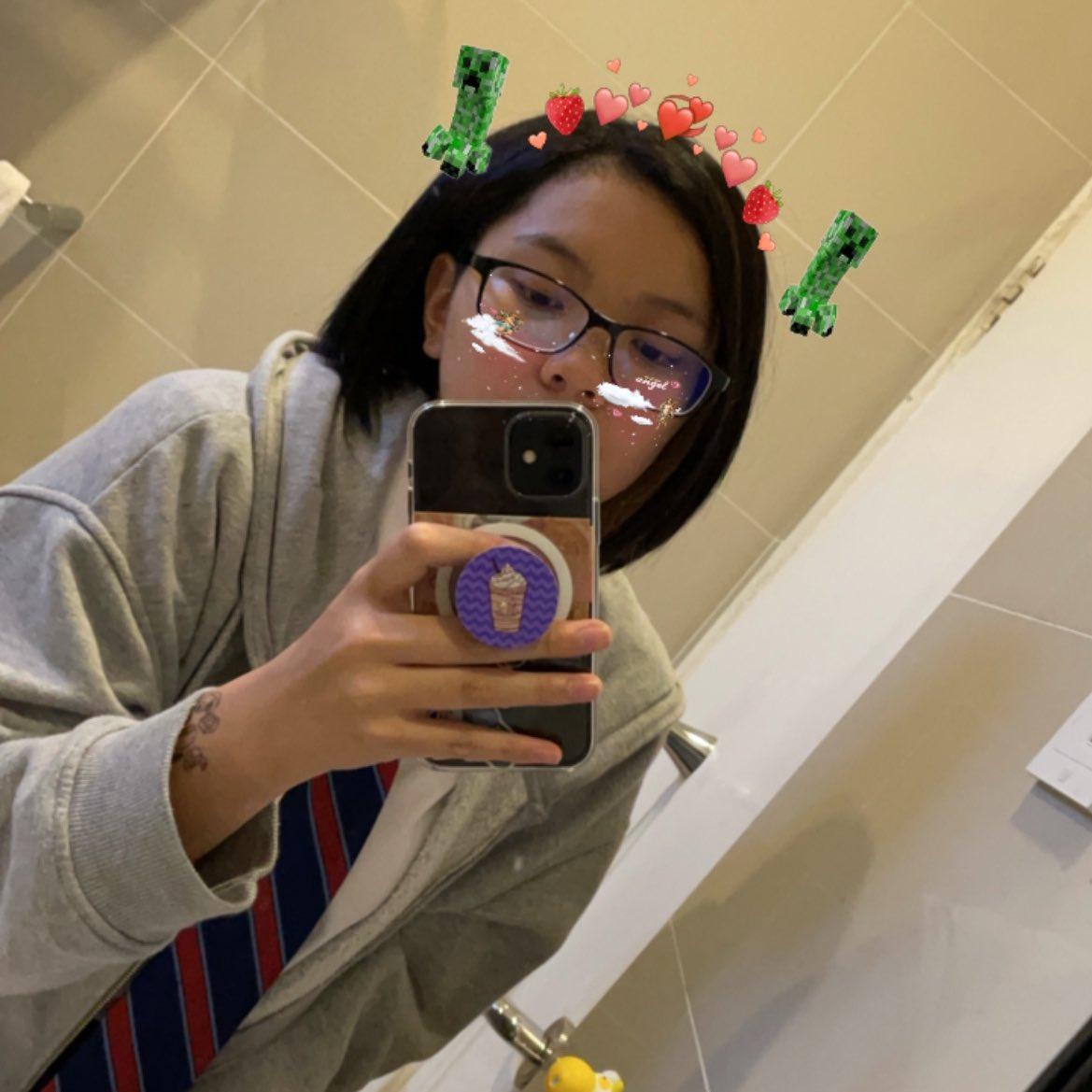 yes i am in my school uniform - #awesamtwtselfieday
