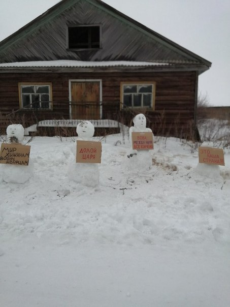 """Police are charging an activist in a village in northern Russia with organizing a mass anti-Putin protest of snowmen. Elena Kalinina says the cops even tore down all the signs the snowmen are holding, which say things like """"Down with the Tsar!"""""""
