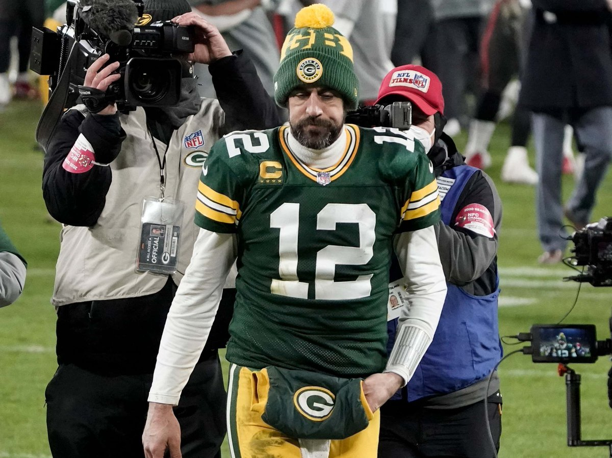 """Aaron Rodgers Reminds Us There Are No Absolutes But He Doesn't Think """"There's Any Reason Why"""" He Wouldn't Be Back... Like Reason Has Anything To Do With It"""