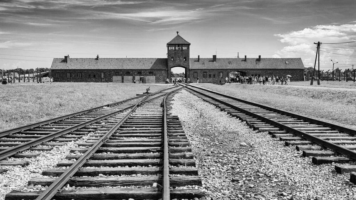 NEVER AGAIN! NEVER FORGET! #HolocaustRemembranceDay