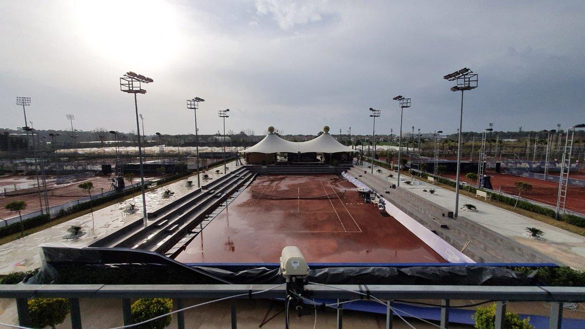 #Tenis #Antalya #ATPChallenger #M15Antalya Luego de la lluvia (3 días) en Antalya hoy hubo vientos huracanados de 100 km/h; aunque se despejó. Ahora esperan el turno para jugar, los platense Tomy Etcheverry (Challenger) vs Andrea Arnaboldi🇮🇹 y Thiago Tirante (M15) vs Kaan Cepel🇹🇷 https://t.co/6CaRGWNHVJ