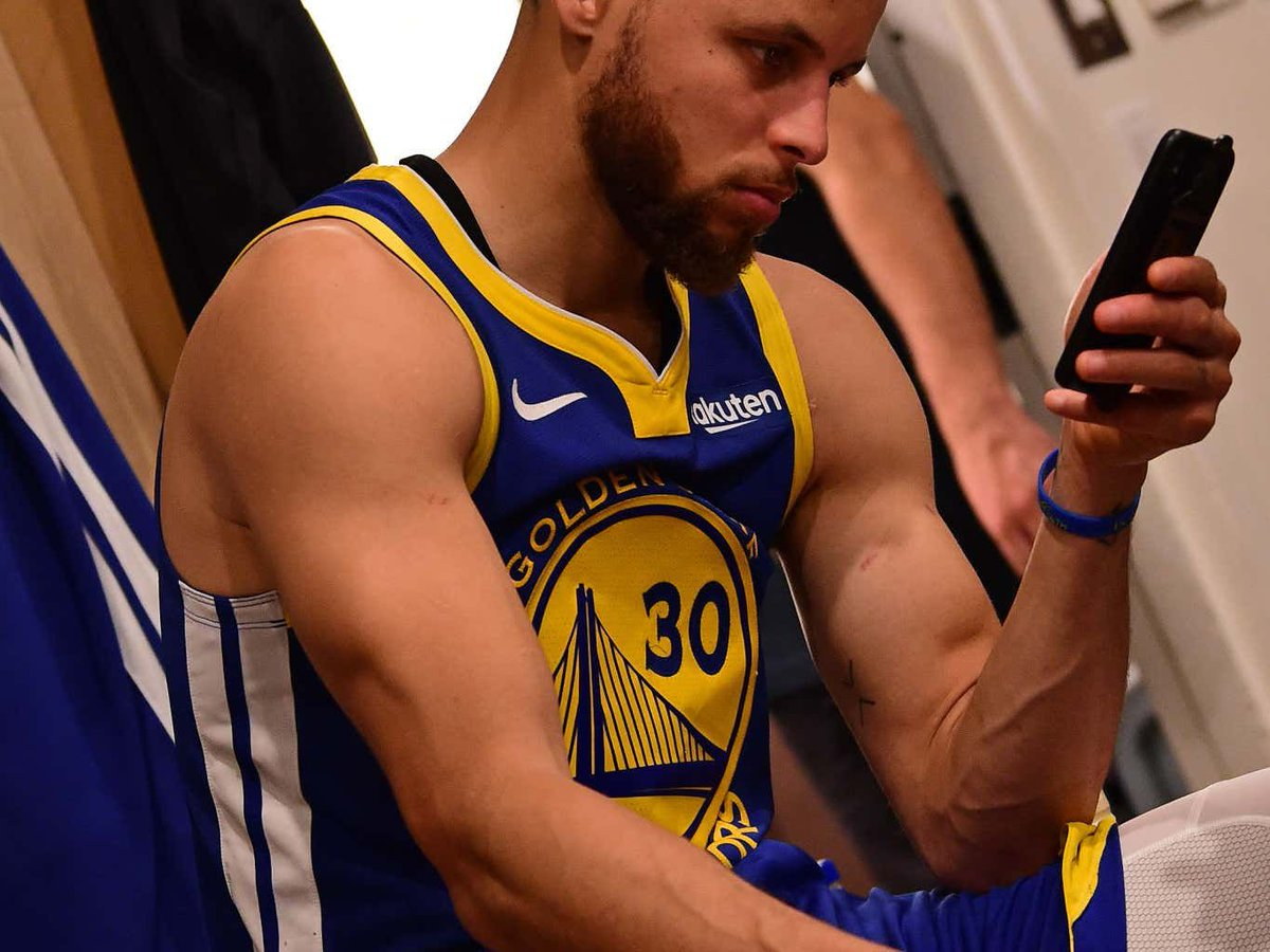 Steph Curry Has The Greatest Strategy When He's Having A Bad Game - He Checks His Twitter Mentions At Halftime To Fire Himself Up