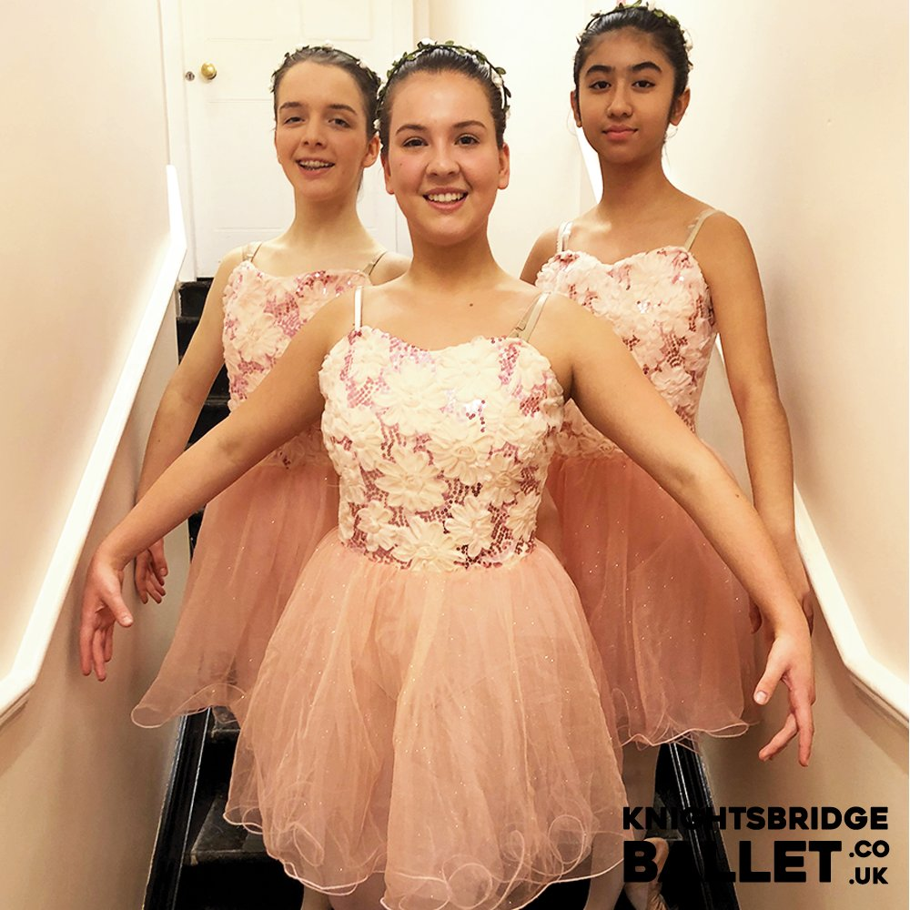 Some of our Senior Ballet girls getting ready for the stage. A lovely picture from our 2019 Show at Her Majesty's Theatre.   #ballet #ballerina #balletdancer #balletclass #balletteacher #balletworld #happy #beautiful #knightbridgeballet #dakodasdanceacademy https://t.co/YEGvYjSUu1