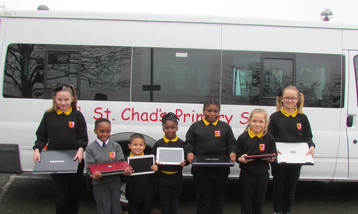 Look at how happy they are @StChadsCroydon Thank you to everyone who has donated. This is what #keepcroydonconnected is all about. Keep your donations coming to bit.ly/3qUm4gn #croydon #digitaldivide #homeschooling2021 #onlinelearning #croydontogether