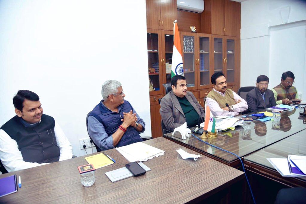 केंद्रीय मंत्री मा.श्री नितीनजी गडकरी आणि श्री गजेंद्रसिंग शेखावतजी यांच्या उपस्थितीत महाराष्ट्रातील सिंचन प्रकल्पांबाबत एक बैठक आज नवी दिल्ली येथे आयोजित करण्यात आली,त्याला उपस्थित होतो.राज्याचे जलसंपदा मंत्री जयंतराव पाटील आणि इतरही नेते उपस्थित होते. @nitin_gadkari @gssjodhpur