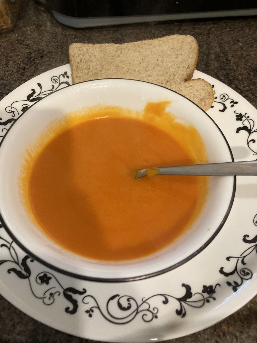 There's nothing more comforting than a bowl of steaming tomato soup with some bread for a quick healthy lunch! #Balanced #healthy #yummy! @AdamsdownHSch 🍅🍅🍅