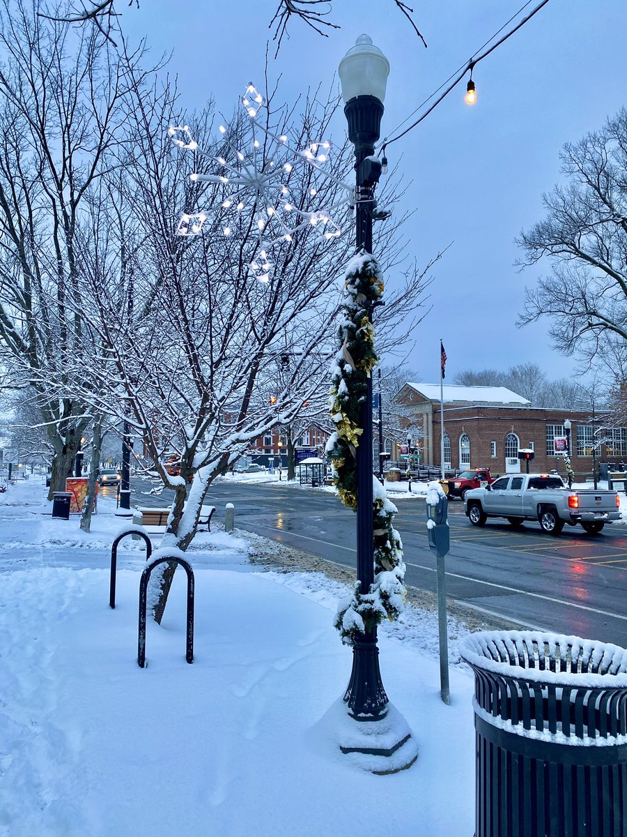 Good beautiful morning from #downtownamherst 🥰 ❄️ what a perfect day to put on some snow boot come into town for some coffee ☕️ or tea 🍵 and take a stroll through our lights 💯 stay cozy #wearamask #enjoythesnow #winterwonderland #IAMherst #wegotthis #supportsmallbusiness