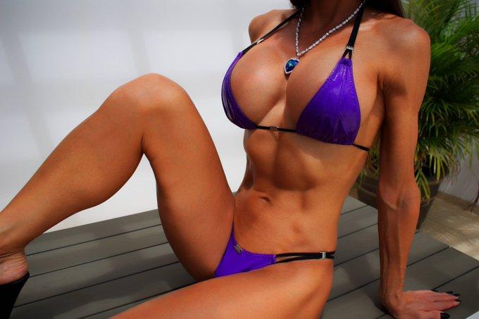 Do you like me in purple? 💜  https://t.co/koddcpZWXr   #bestbody #gfe #fitness #muscle #abs #sixpack
