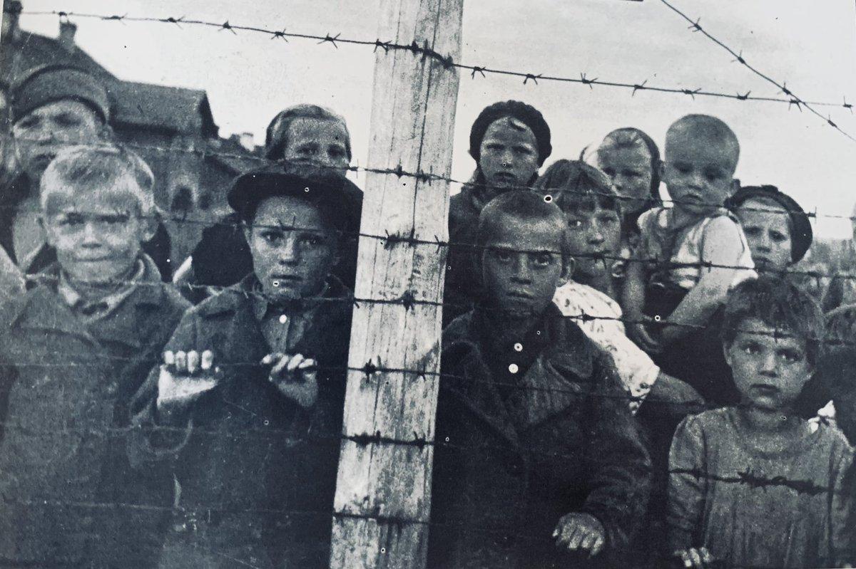 Hoy se conmemoran 76 años de la liberación de #Auschwitz y recordamos a las víctimas del #Holocausto. Mantenemos viva la memoria para que estos crímenes aberrantes no vuelvan a ocurrir y ratificamos nuestro compromiso con la verdad y Justicia. #WeRemember #NosotrosRecordamos