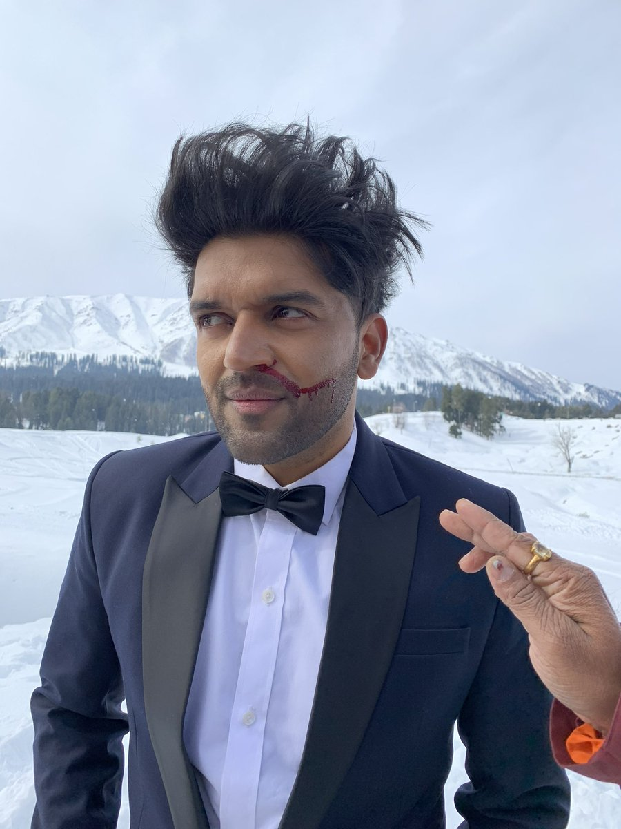So difficult to shoot at -9*C but Hardwork is the only way forward.  We did great shoot in Kashmir. Out soon ❤️ @TSeries