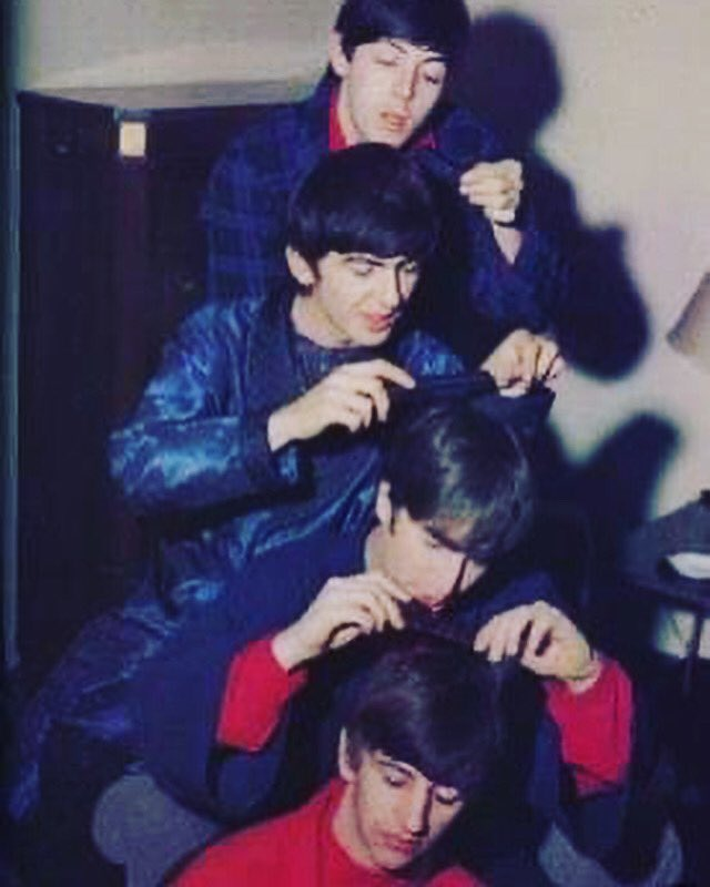 Comb your hair boys!!😂😂  #beatles #thebeatles #band #music #musicians #repost #hair #comb #hairstyle #fab #fabulous #fabfour #moptops #cool #funny #hairjokes #instagram #instagood #instadaily #instahair #twitter https://t.co/aVPbBWfwjn