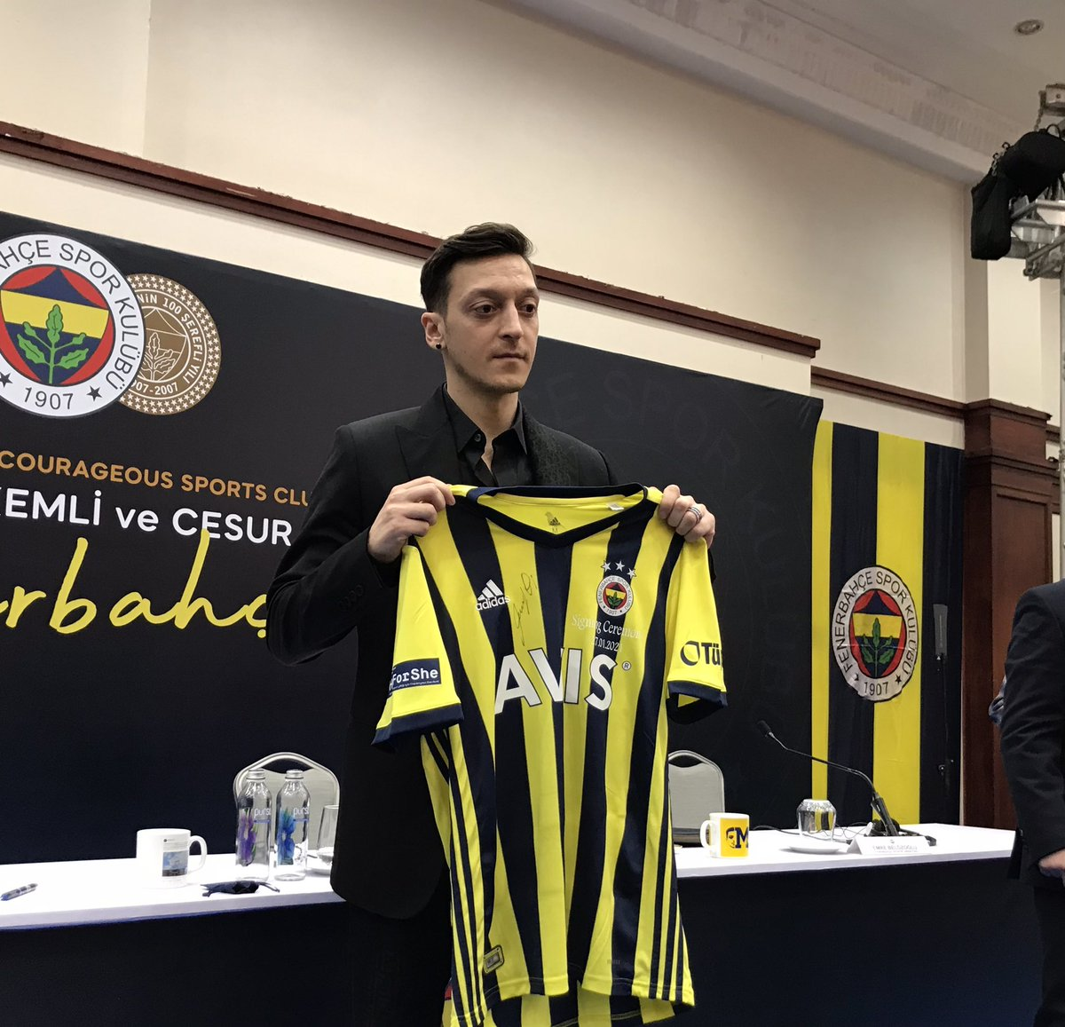 Replying to @Fenerbahce_EN: It's official! Mesut Özil is a Fenerbahçe player! #FenerSignMesut