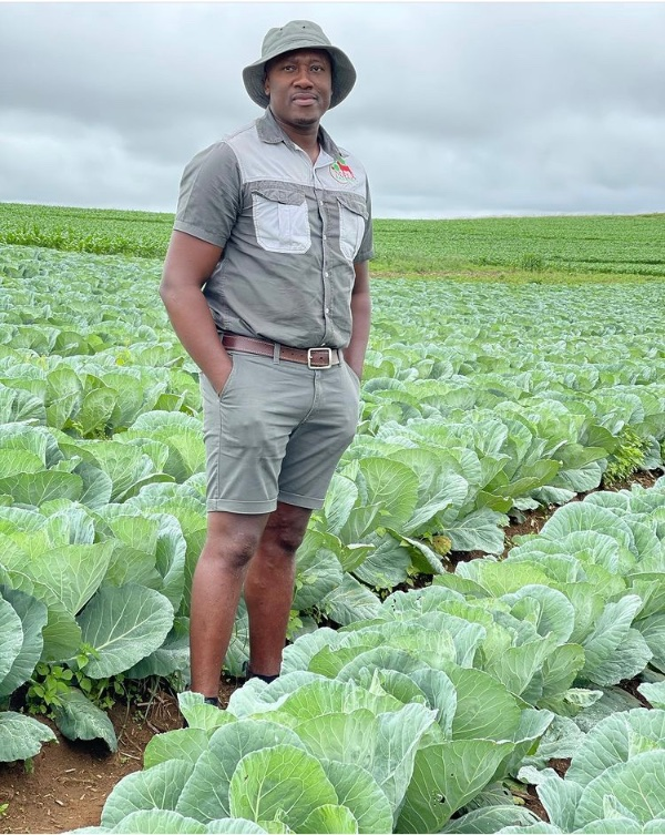 You don't wanna miss today's #DownToEarth on METRO FM at 17h17! We speak to founder of Ndela Farming, Thabani Bhengu. He has no title deed... but he churns our over 360 000 heads of cabbage per annum! How does he do it?  What's his advice to you to reach his level? Tune it!