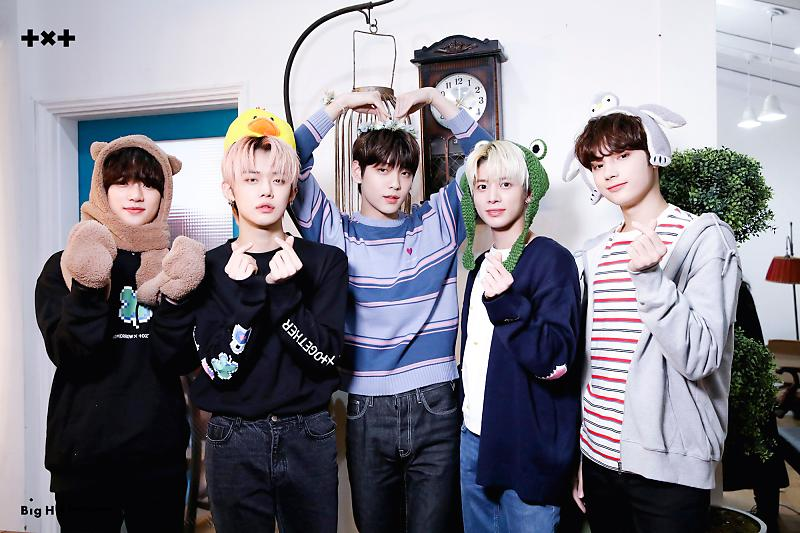[Bighit Naver] TOMORROW X TOGETHER Online Fansign Event Behind The Scenes (6)  @TXT_members @TXT_bighit #TOMORROW_X_TOGETHER
