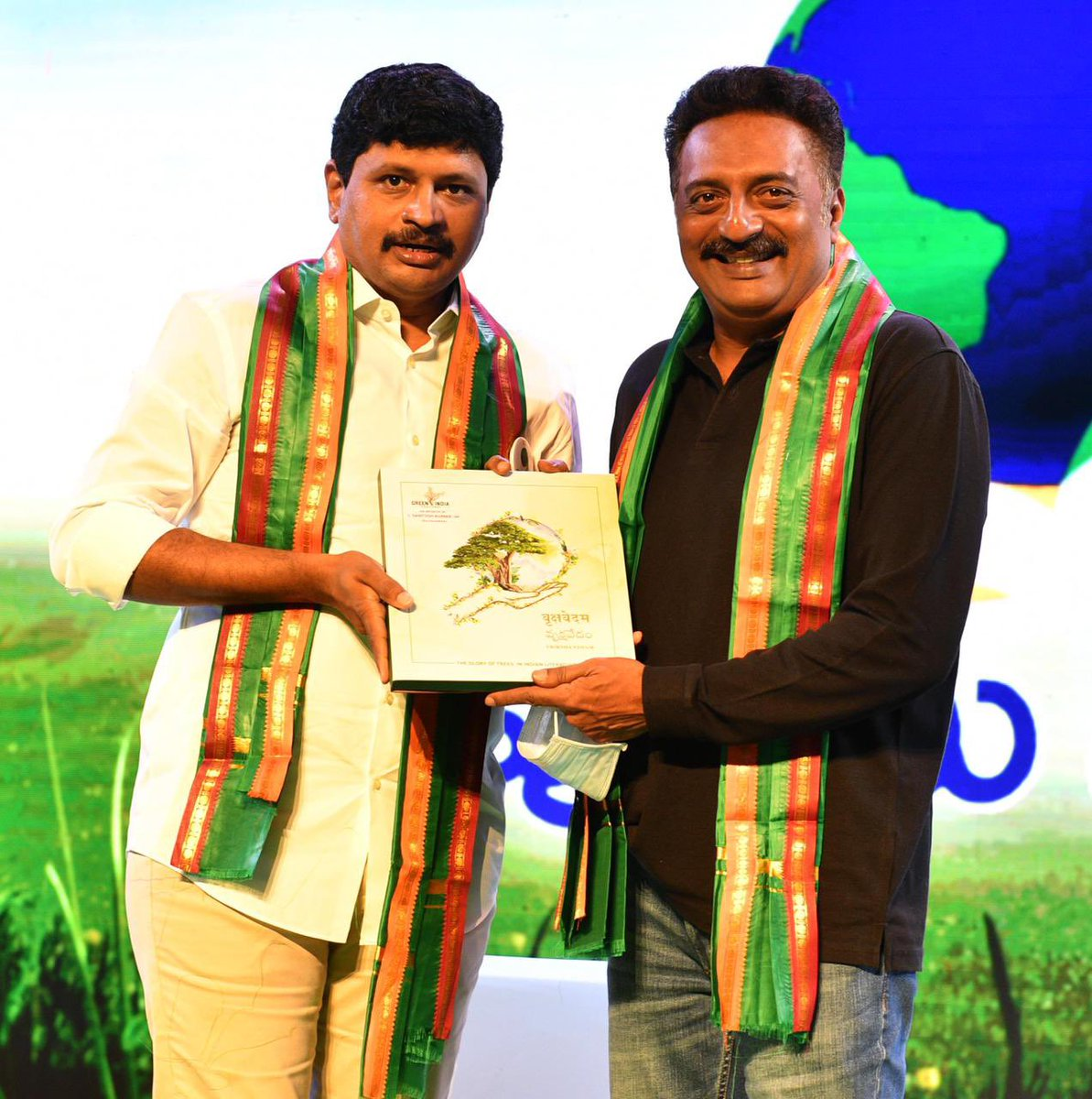 Presented #Vrikshavedam book to #Tollywood film fraternity @prakashraaj @PuriJagan #ActorAli  @Charmmeofficial @iam_RenuDesai and @sakshinews #HariKrishna who were delighted to have the unique book with them, that explains the effects of #GreenIndiaChallenge 🌱🌱🌱.