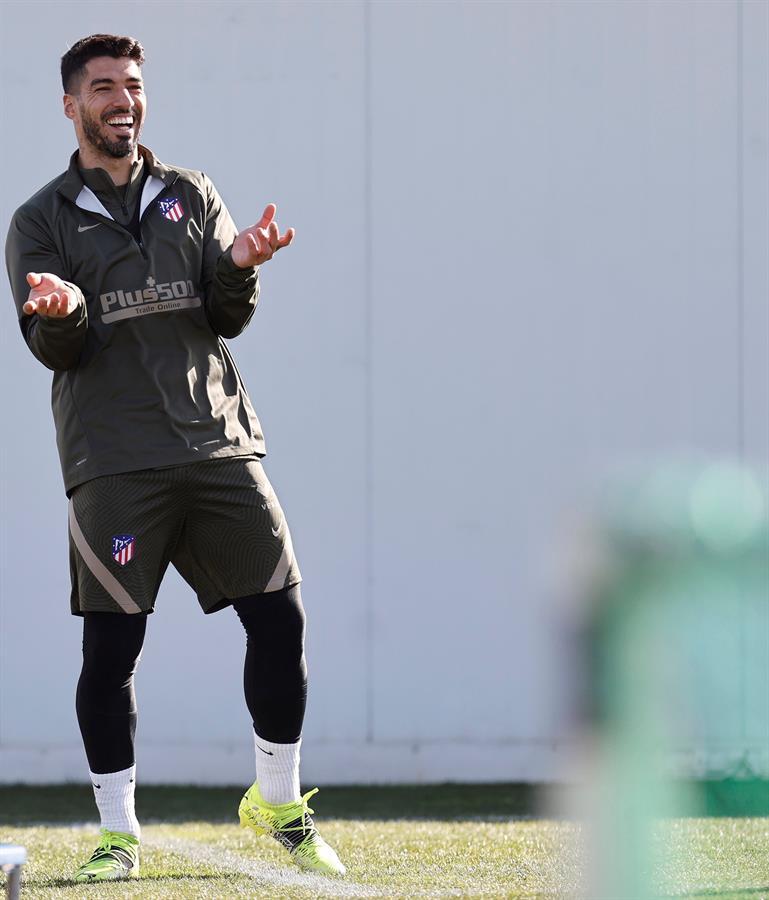⚽️ El Atlético de Madrid, líder de LaLiga, pone la vista en su próximo duelo liguero contra el Cádiz.  👉   📸 Atlético De Madrid  🔴 #LaLigaSantander