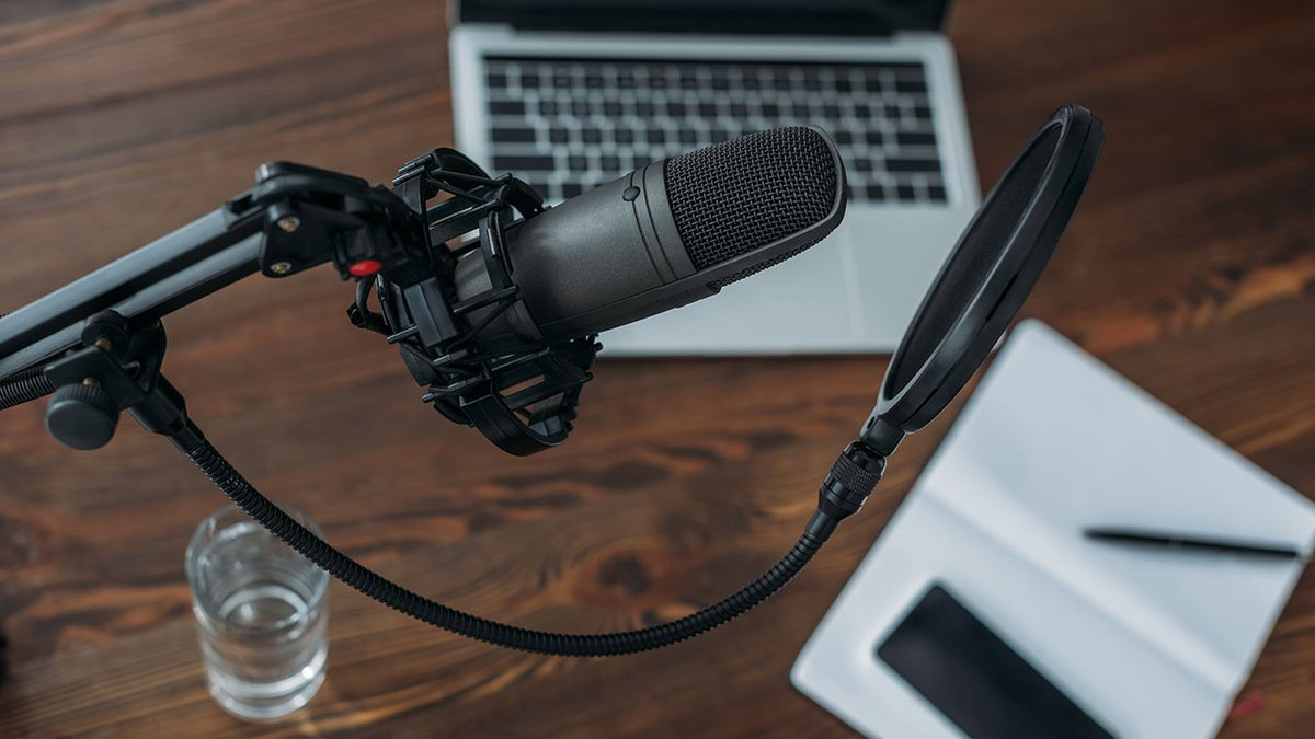 Ihr #Audio klingt komisch oder rauscht, obwohl Sie ein gutes #Mikrofon verwenden? Ralf Meyer-Wilmes zeigt Ihnen in dem Online-Seminar u.a. die Vorbereitung einer #Sprachaufnahme, die #Audacity-Möglichkeiten, und den sinnvollen Einsatz von Effekten.