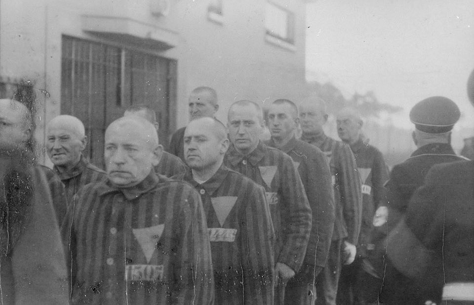 On this #HolocaustRemembranceDay let's also never forget that tens of thousands of homosexuals also perished in concentration camps. Branded with the pink triangle on their uniforms in the camps, they were hunted down by the Nazis and persecuted for being gay. #neverforget