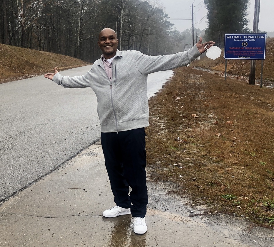 @dionnewarwick My friend Ron McKeithen out of prison after 37 years! Ron was sentenced to life without parole for a robbery he committed at age 21 because he had 3 prior property crimes on his record & Alabama's habitual offender law mandated the sentence. Today he is 58 & free! #dionnewarwick