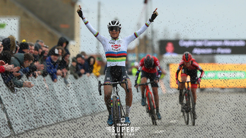 EswBF0FXUAIXQ0Y?format=jpg&name=large - 10 grandes protagonistas del ciclocross 2020-21