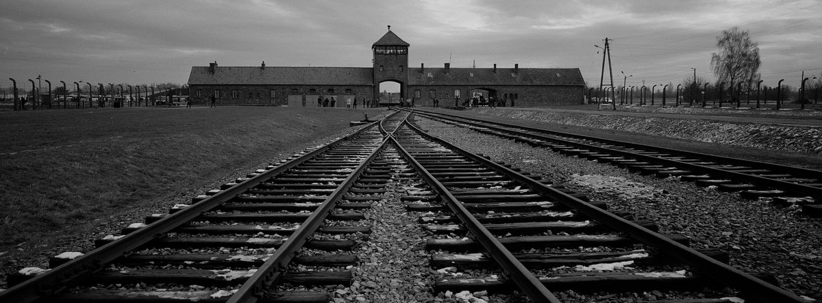 OTD 1945: Soviet troops enter and liberate remaining occupants of the German concentration camp at Auschwitz. Date is now celebrated as International #HolocaustRemembranceDay. At least 1.1 million of 1.3 mostly Jewish prisoners held there between 1940-45 were killed by the Nazis.