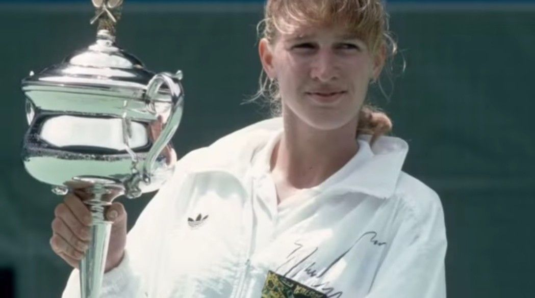 #OnThisDayInSports in 1990, Steffi Graf defeated Mary Joe Fernández 6-3, 6-4 to win her 3rd straight Australian Open Singles title.  #SportsHistory #WTA #Tennis #AustralianOpen https://t.co/QbVHHDsVuw